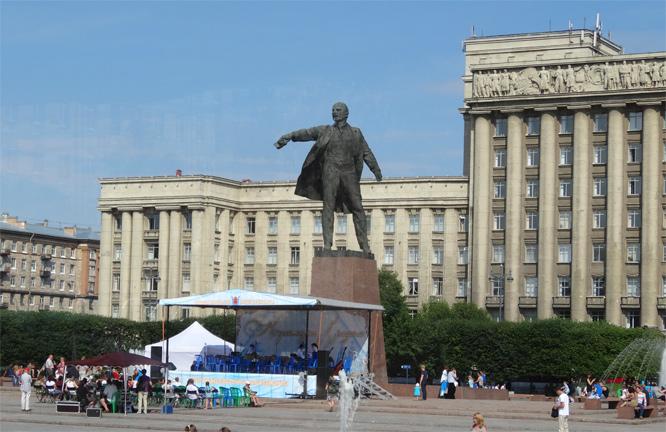 Lenin lebt in Leningrad - Heute St. Petersburg