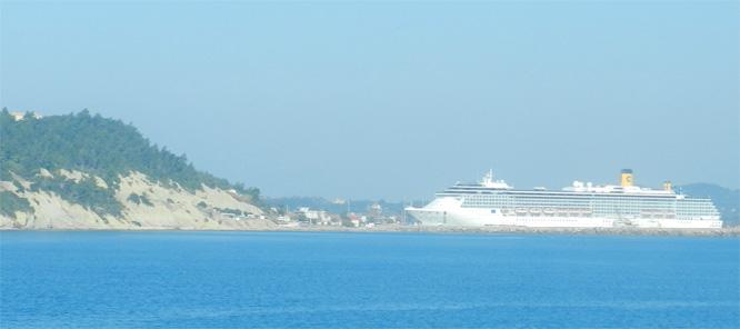 Costa-Kreuzfahrtschiff in Katakolon